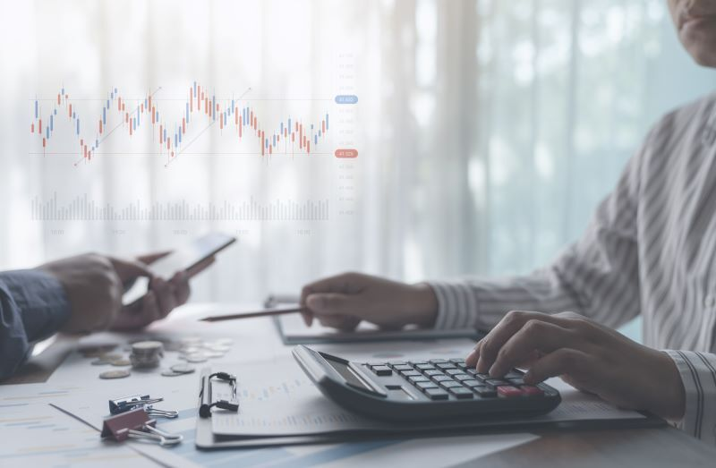 Target Date Fund Vs. Custom Planning: What are They and Which is Better for You?